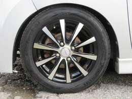 専用のアルカリ洗剤にて、強力なブレーキダストや汚れを除去してご納車致しております。