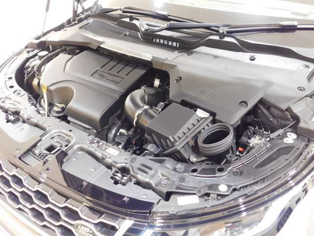 インジ二ウム P200 2.0リッター4気筒ターボガソリンエンジン。出力200ps、トルク320N・m(カタログ値)の扱いやすいオールアルミエンジンは、新設された自社工場で生産されています。