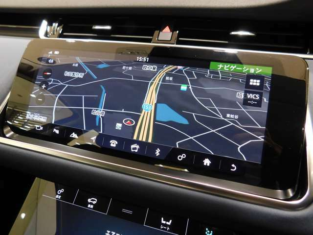 新世代のインフォテイメント【InControlタッチプロ】 SSDナビゲーションの他、TV、オーディオ、エアコン、電話(Bluetooth)など数多くの機能を、馴染みやすいタッチパネルで操作できます。