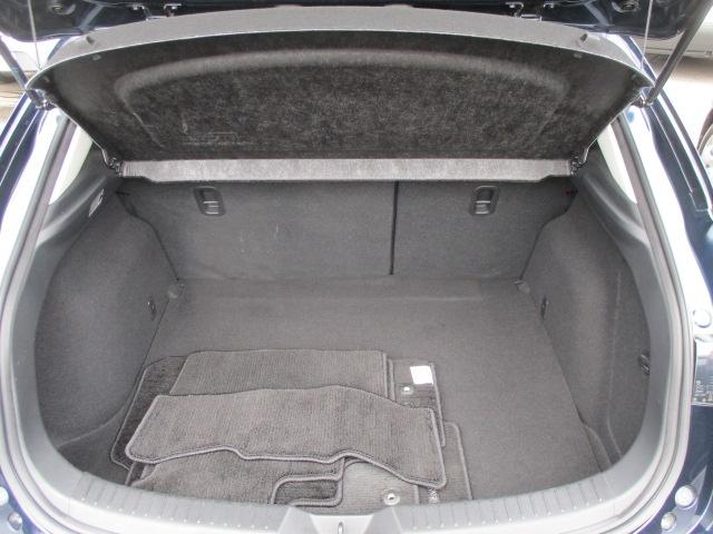 後席使用時にも364L(VDA方式)そ確保!(4WD車は362L)トノカバーは荷物の出し入れ時に邪魔にならないよう情報に大きく開きます!