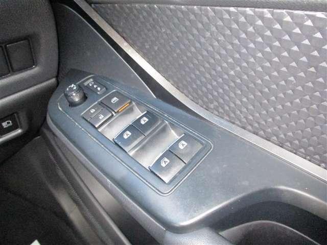 オートリトタクタブルミラーで、ドアロックの開閉と連動してドアミラーも開閉します♪