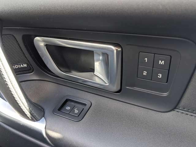 電動シートは3タイプメモリーできるので、ドライバーチェンジでもシートポジションを素早く移動できます。