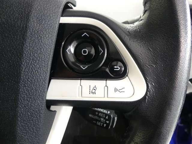 ステアリングスイッチ付!車両情報を切り替えて必要な情報を確認したり、車線逸脱時に警報で知らせてくれたりアシストしてくれたりするんです!
