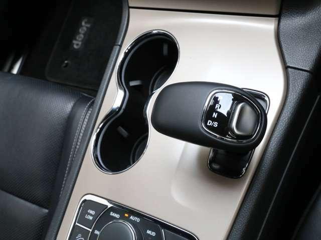 ■8速AT(マニュアルモード付き、パドルシフト可能) ■フルタイム4WD ■クルーズコントロール ■ヒルディセントコントロール ■セレクテレインシステム(オート、スノー、サンド、マッド、ロック)