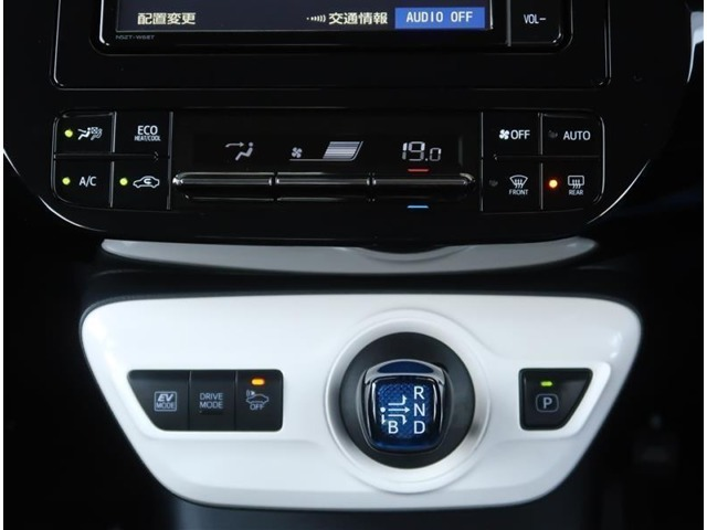 【オートエアコン】設定した温度が常に保たれるので快適にドライブが楽しめます。