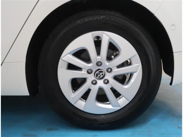 【純正15インチアルミ】タイヤの残り溝もしっかり残っております。ご納車前に点検・空気圧調整もさせて頂きますので、ご安心下さい。