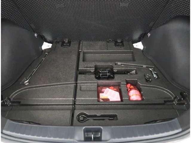 【パンク修理キット】車の軽量化や無駄を無くす為、応急タイヤパンクキットが搭載されています。