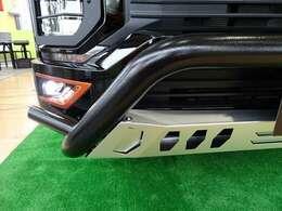 営業Sのこだわり!見えない所、フロントスキッドプレートも黒く塗装済