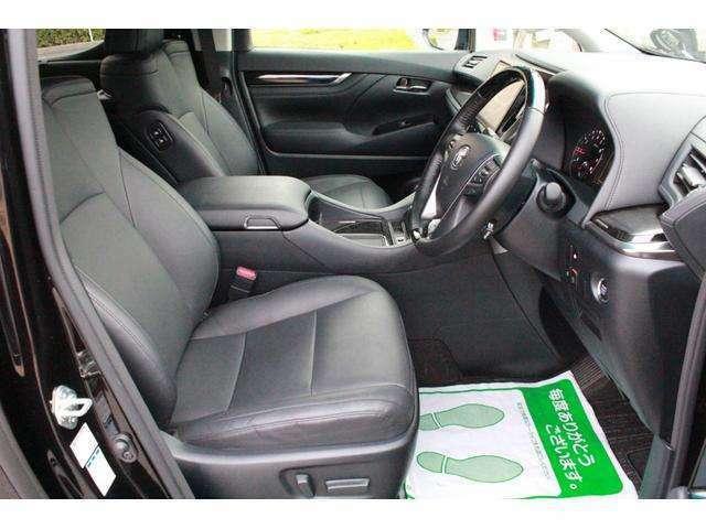 本革シート!運転席・助手席もフル電動パワーシート!お好みのポジションへ微調整が可能なので疲れにくいです!