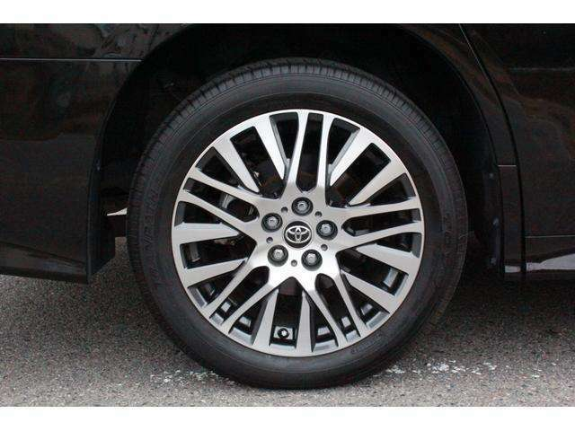 "「ZG」と「Z""Gエディション""」の2グレード専用、切削光輝加工とブラック塗装の18インチアルミホイール!タイヤサイズは235/50R18!タイアや溝も8分山以上あります!"