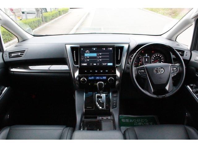 運転席パワーシートです!エンジン停止後シートが後ろへ下がりますので乗降りが便利です!また便利な3パターンのポジションが記憶出来るメモリーシートです!