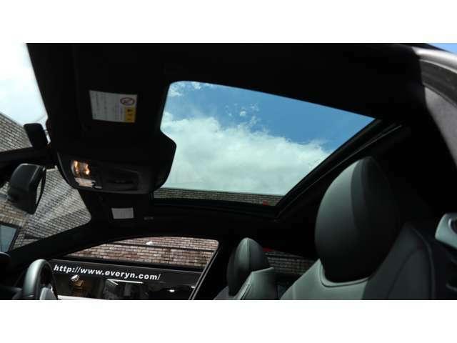 また、同車はMスポーツパッケージに加え、下記のメーカーオプションが装備されております。・ガラスサンルーフ