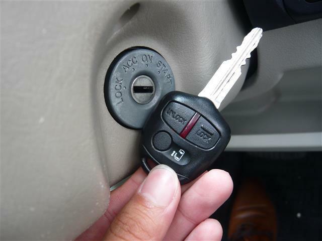 ボタン一つで車の施錠可能!スライドドアもボタンで開け閉め可能!便利なキーです