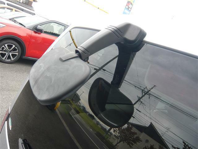 バックカメラにプラスしてバックミラー装備!後方の障害物や狭い駐車場も目視で確認することができます。さらなる安心