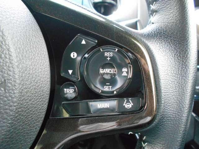 「アダプティブ・クルーズコントロール」を搭載。速度や車間距離を維持してくれますのでとても便利です。