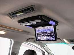 人気装備のアルパインリアモニターシステムを装着!ワイド画面のフリップダウンモニター搭載!!DVD機能もセットオプションにて完備しております。後席にお乗りになる方やお子様も快適にお過ごし頂けます!!