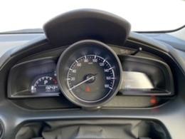 ドライバーを中心に操作機器や計器類を左右対称に配置したコックピット。ヒューマンインターフェイス優先とする事で、疲労軽減や安全にも繋がります