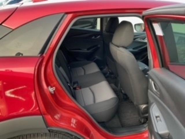 後席もゆとりのスペースでゆったりくつろげます。長時間のドライブでも快適です。