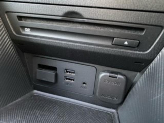 オーディオメディアにはCD/DVDプレイヤーやUSB接続にAUXジャック、Bluetoothオーディオと幅広いメディアとのリンクが可能!勿論、ラジオ&TVも視聴可能です。