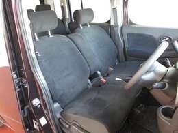 運転のしやすさや、乗り降りにも配慮した運転席。