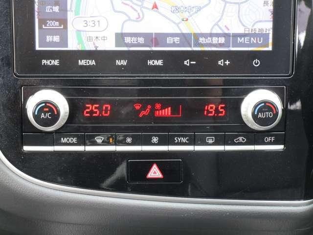 オートエアコン操作部 左右独立温度調整機能