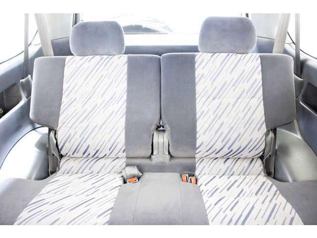 ★リアシートは成人男性でもゆったり座っていただける居住空間になり、リアシートの座り心地も向上しております★