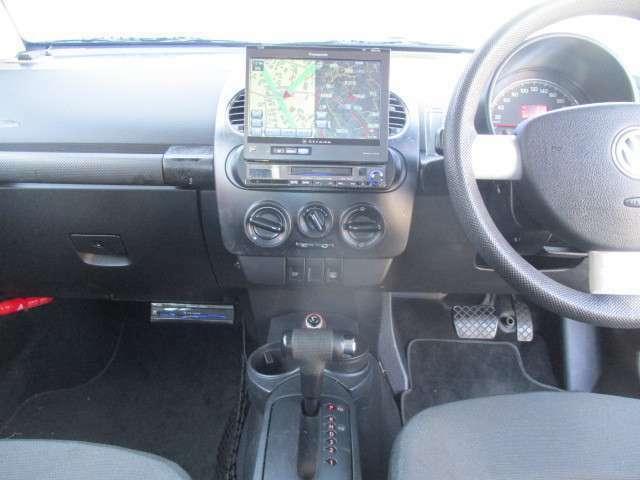 視認性良好の運転席です。視界が広いので、疲労感も少ないと評判です。