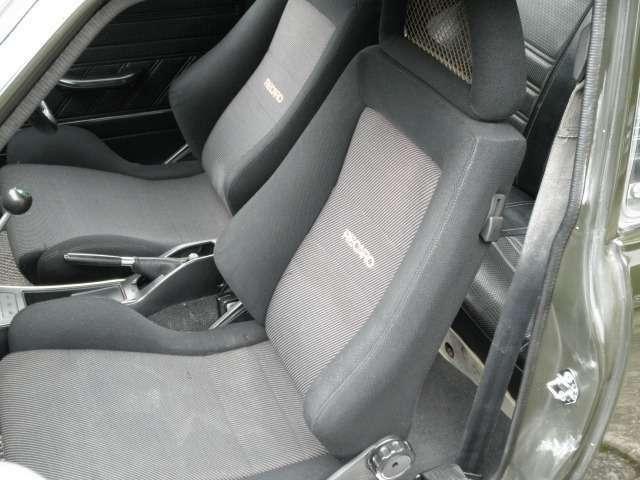 運転席、助手席ともに長時間ドライブでも疲れにくいRECAROシートになっています!