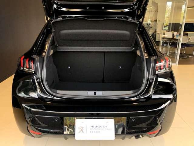 バックカメラ&バックソナー付きで運転の苦手な方も安心して駐車できます。ラゲッジルームの容量は265L