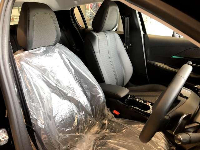 運転席はカバーが掛かってる状態です。
