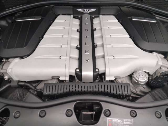 W12DOHC 6000CC ツインターボ4WD かなりのハイスペックです
