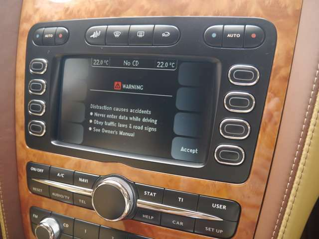 純正マルチコントロールナビゲーション エアサスで車高調整 サスペンションのソフトハードの調整もモニターでできます