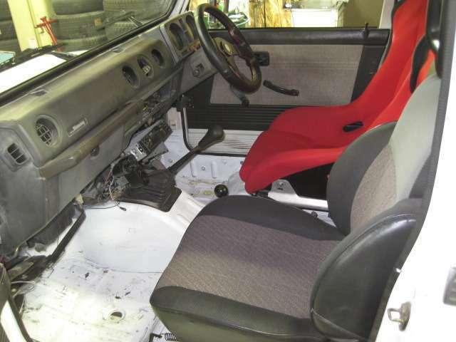納車時にCDデッキを取付します。 足元まで全塗装済です!