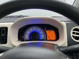 シンプルなデザインのメーターパネルは視認性に優れ、一目でも確認しやすいです
