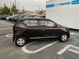 軽自動車の限られた室内空間をフルに活用し、小柄ながら過ごしやすい車内を作り出しています。
