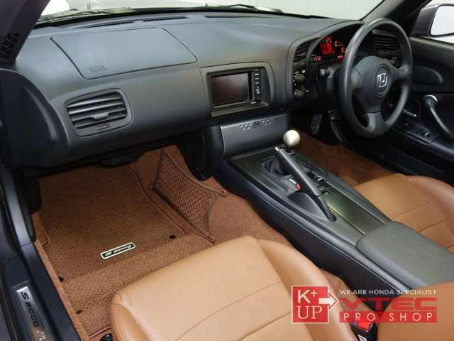 ETC車載器が装着済みです。追加でドライブレコーダー装着などもお気軽にスタッフまでご相談下さい。