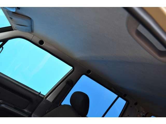 天井の状態も良好ですよ!オートリアルでは車輛販売からメンテナンス・車検まで一貫して専門スタッフが対応いたします!!お客様に安心してカーライフを過ごして頂けます様にしっかりサポートさせて頂きますよ!!