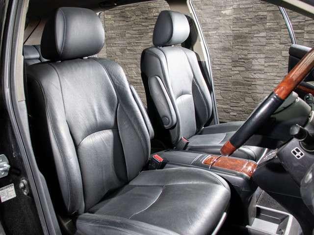 人気の純正本革シート装備!高級感のある幅触りや座り心地を体感して下さい!