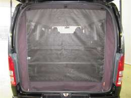車内には蚊帳にもなるシェードが付いています♪キャンプなどにも重宝しますね!