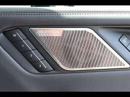 Meridianサラウンドサウンドシステム。英国老舗メーカーのMeridianサウンドシステムを搭載。澄んだ高音や大迫力の重低音を車内で堪能できます。