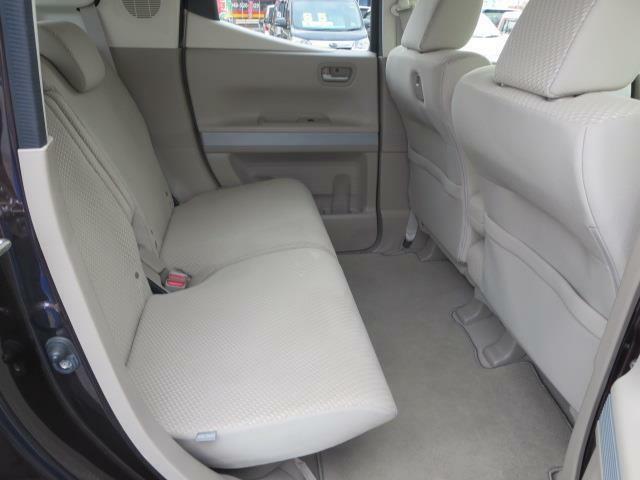 軽自動車とは思えない広さの後席空間♪
