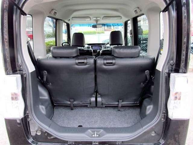 ラゲージスペースはシートの位置により調整可能。