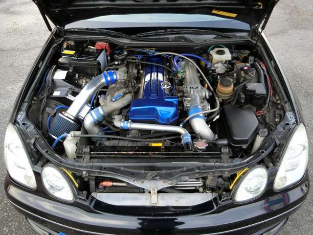 通常GS300はNAエンジンですが2JZ-GTEツインターボエンジンにスワップ!GReddy大型前置インタークーラー!社外エアクリーナー!ブローオフバルブ!KOYORADラジエーター!オイルクーラー!