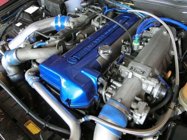 ドリフト界トップカテゴリで大人気の2JZを搭載!このエンジンで特有のポイントをおさえて製作されているのが分かります!車両のみでも高価なベース車!更にドリ車として生まれ変わった世界で1台の左ハンアリスト