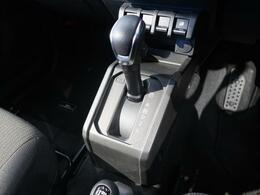 【フロアシフト】自動車教習車などと同じ、シフト位置なので運転に自信がない方でも簡単に乗ることができますね♪