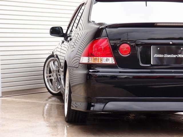 人気のアルテッツァ カスタム車両の入庫!純正黒外装色にHKS車高調、WORKグノーシスGS2 19AW、フルエアロ、TRDマフラー等の高額パーツを多数装備。全国でも希少価値の高いカスタムアルテッツァ!