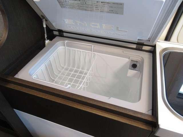 キャンピングカーには欠かせないDC冷蔵庫!