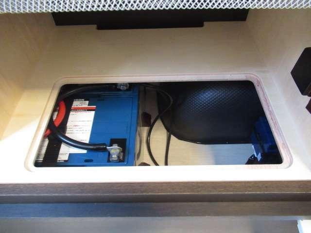 ツインサブバッテリー、走行充電、外部充電、外部電源、FFヒーター装備しております!
