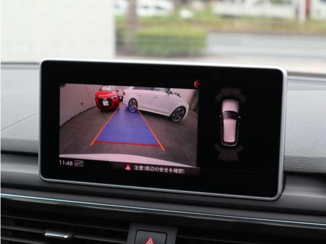 リアビューカメラ+前後パーキングセンサー:音と視覚で車両の前後を把握できますので、駐車時に重宝します。ガイドラインはハンドル操作に連動して左右に動きます。画像は夜間でも鮮明に見えます。