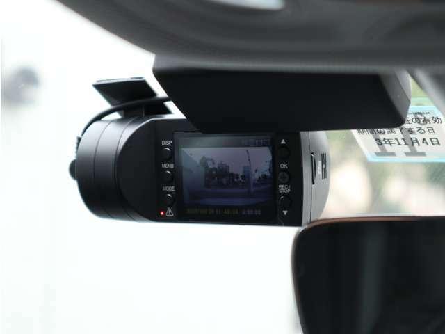 ユピテル製のドライブレコーダーも付いております。万が一の事故の記録に必要なアイテムです。鮮明な映像で録画できますので、運転中はもちろん、駐車中に起きた事故の証拠映像にもなります。